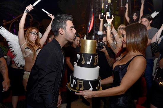 XS---Joe-Jonas-25th-birthday-3