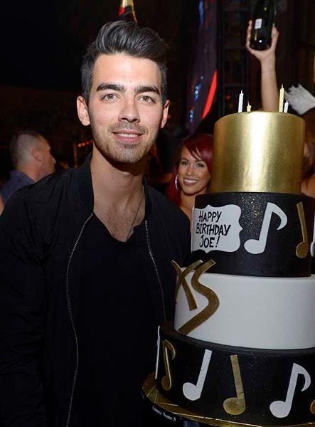XS---Joe-Jonas-25th-birthday-5