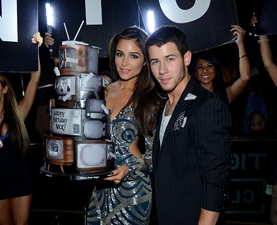 Nick-Jonas-and-Olivia-Culpo_Birthday-Cake-2_Hakkasan-LV-Nightclub