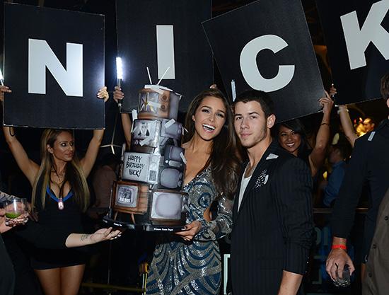 Nick-Jonas-and-Olivia-Culpo_Birthday-Cake-3_Hakkasan-LV-Nightclub