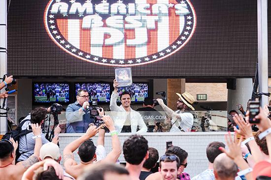 Jim-Tremayne-Presents-Markus-Schulz-with-America's-Best-DJ-Award