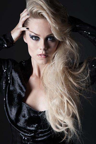 Laura-Vandervoort-5
