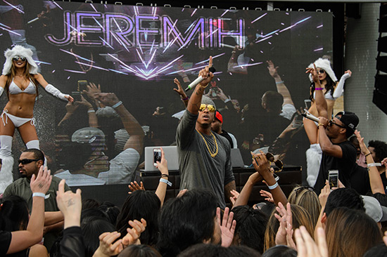 Jeremih-performs-at-Marquee-Dayclub-Dome-party