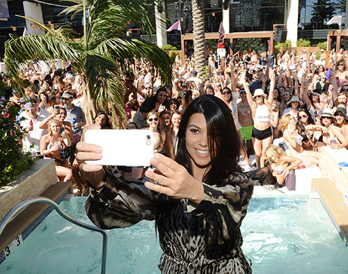Kourtney-Kardashian-takes-a-selfie-at-Marquee-Dayclub