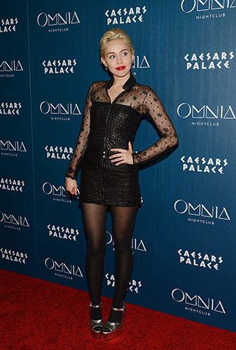 Miley-Cyrus_OMNIA-Red-Carpet