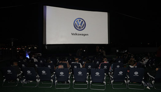 volkswagens-drive-in-movie-event-1